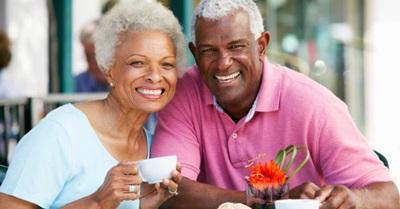 casal-de-idosos-toma-cafe-mulher-homem-idoso-idosa-negro-negra-1371756303416_956x500